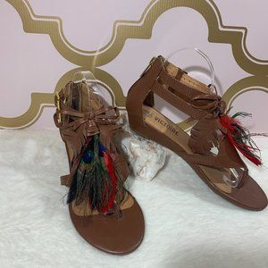 LA VICTOIRE DARALIS LEATHER PEACOCK FEATHER SANDAL